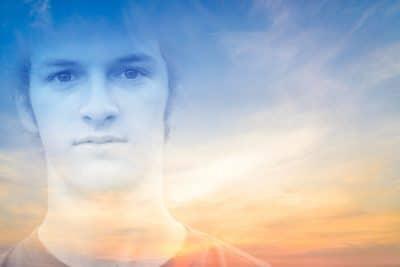 Erik pleegde suïcide en 'werkt' nu samen met zijn moeder